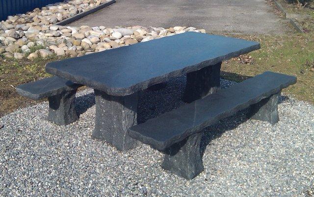 Thomas ursprung tables en granit tables pour jardin for Table exterieur granit
